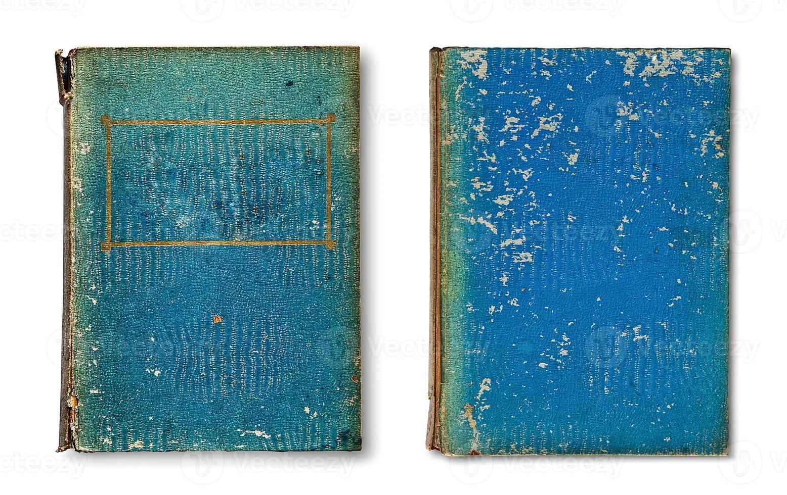 livro velho isolado no fundo branco foto