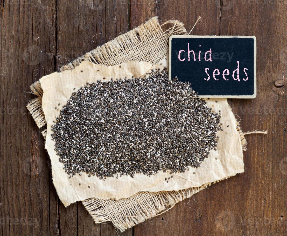 sementes de chia com pequena lousa foto