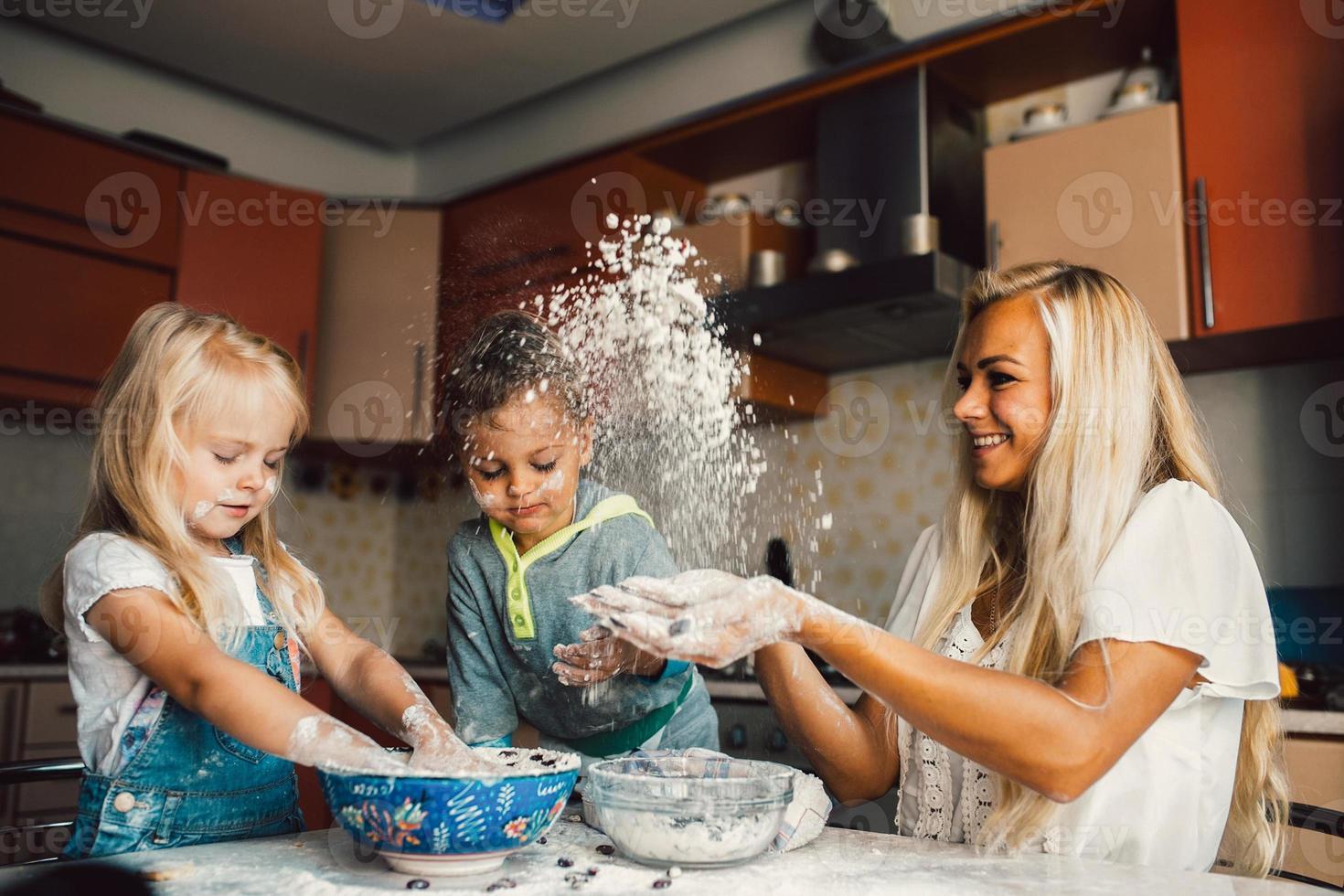 mather com crianças foto