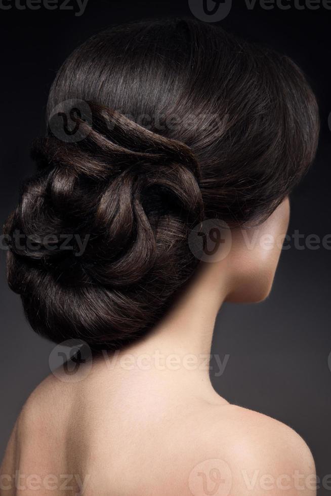 retrato de close-up de mulher bonita com maquiagem brilhante foto