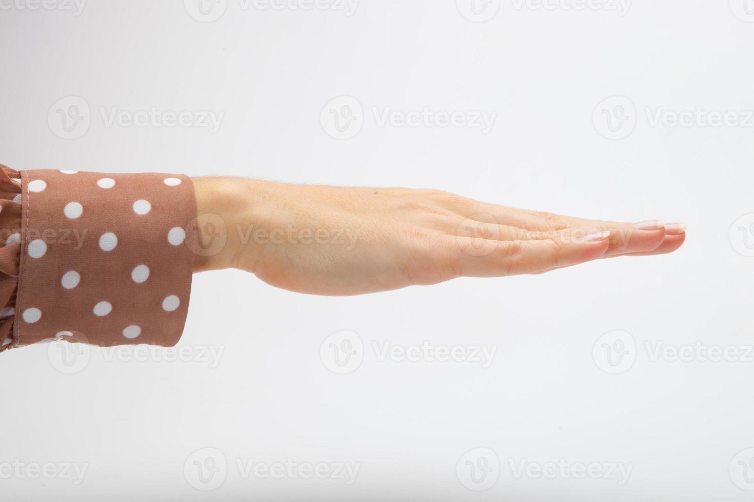 jogo de mulher em pedra papel tesoura foto