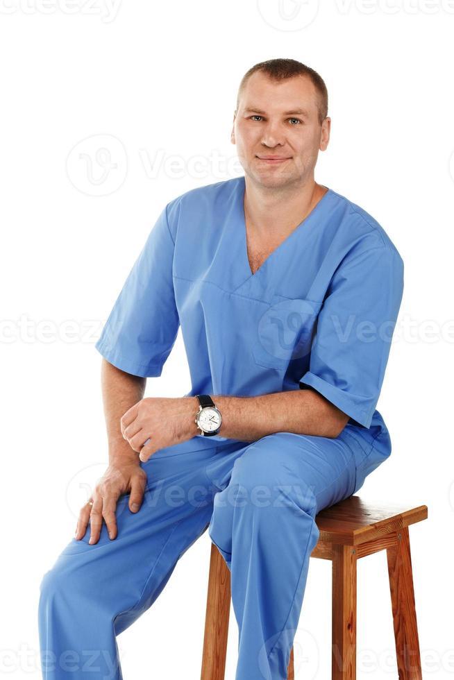 retrato de um jovem médico do sexo masculino foto