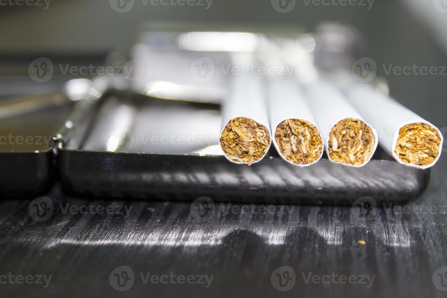cigarro e estojo foto