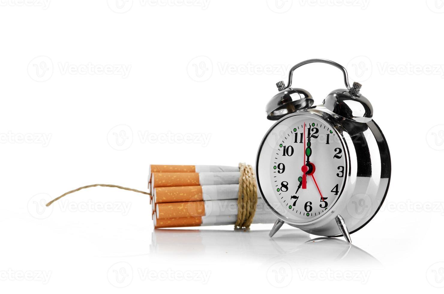 pare de fumar. isolado no fundo branco foto
