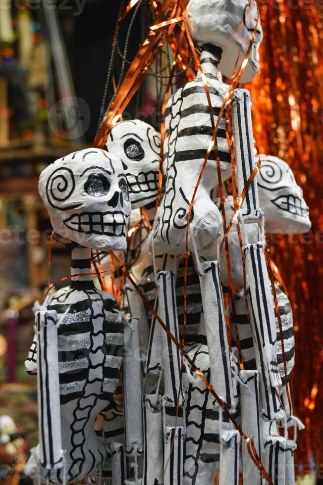 esqueletos pendurados no mercado mexicano foto