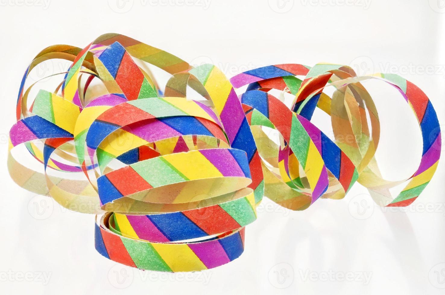 serpentinas coloridas feitas de papel foto