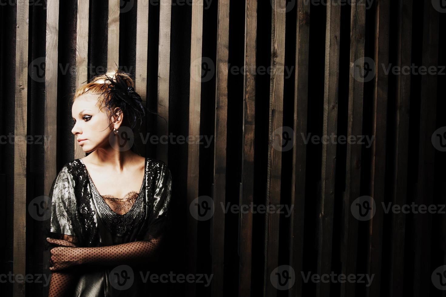 mulher jovem e bonita em estilo retro foto