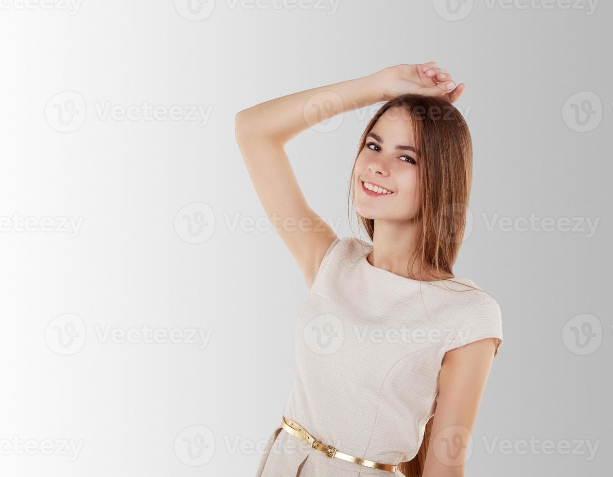 menina bonita em um vestido brilhante foto