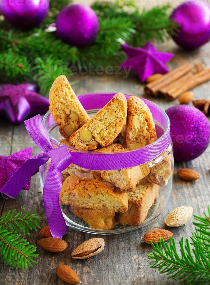 biscoitos italianos na mesa de ano novo. foto