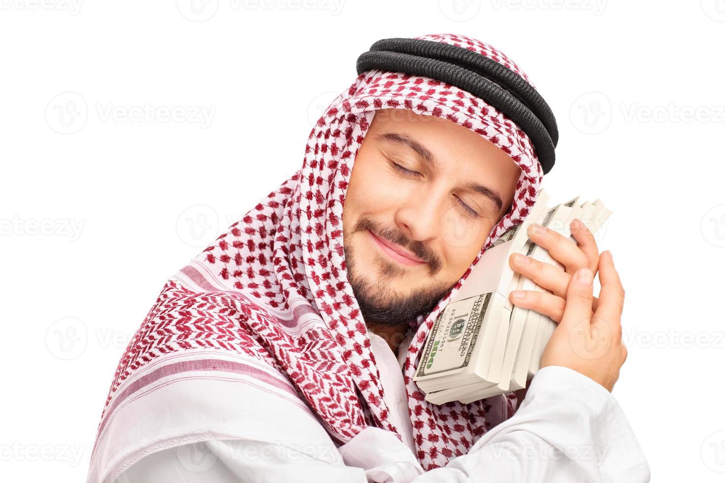 jovem árabe pessoa dormindo em dinheiro foto