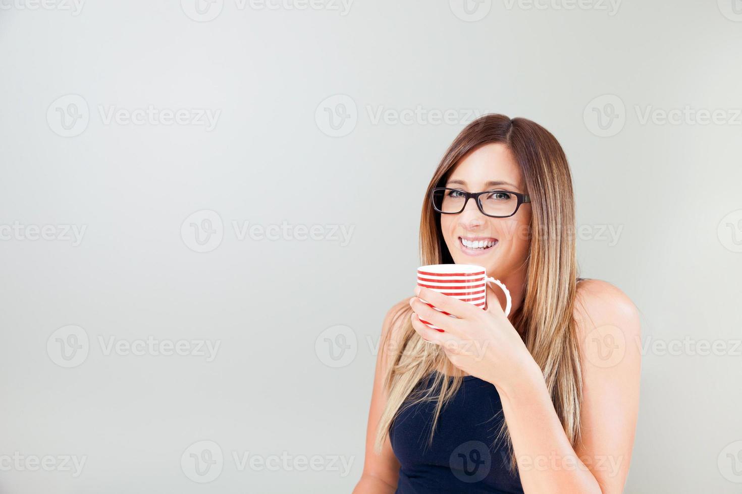 mulher tendo uma pausa para café foto