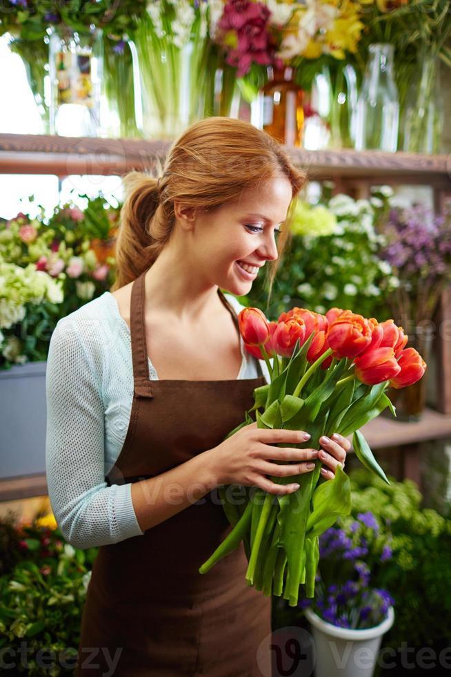 cheiro de tulipas frescas foto