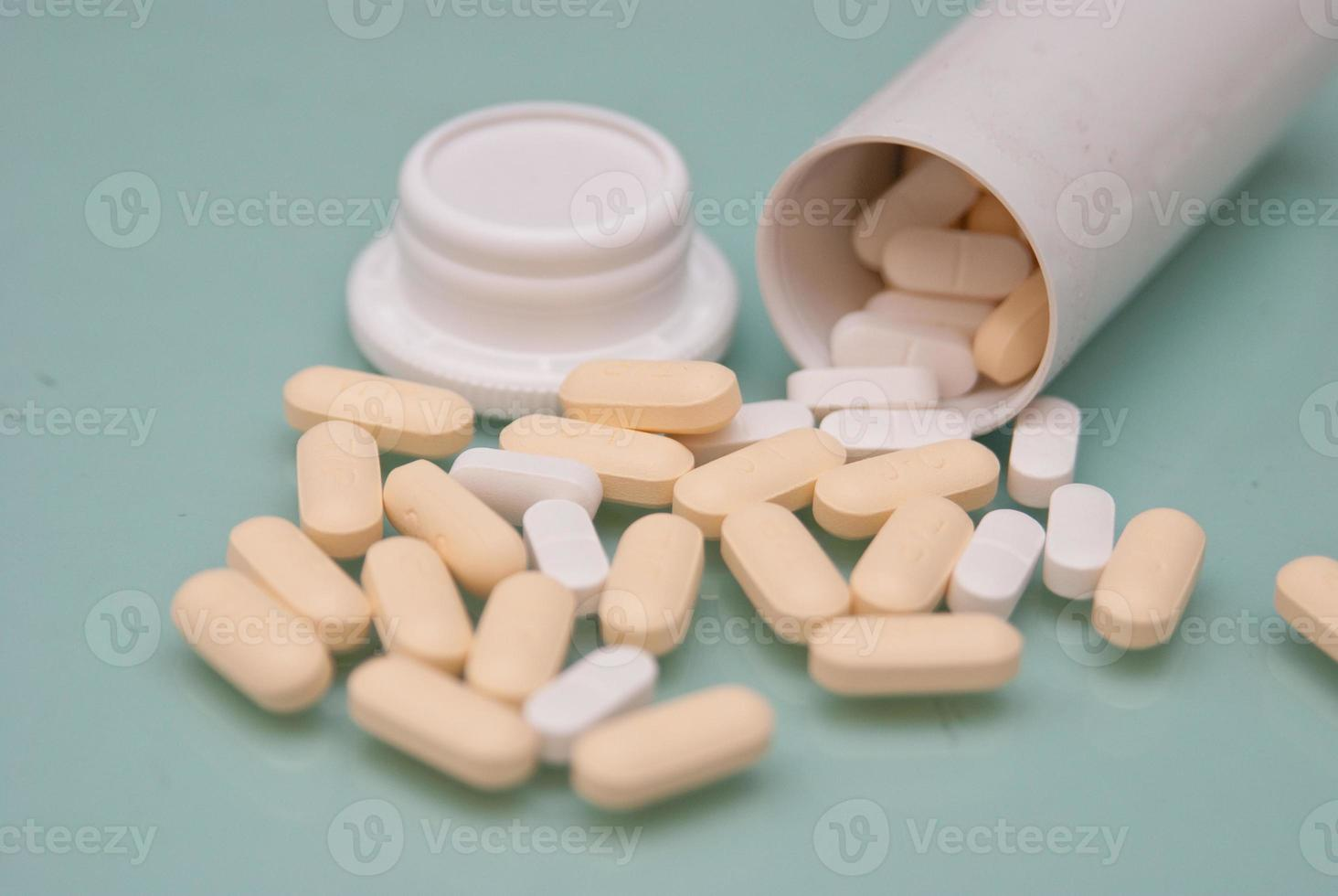 comprimidos e cápsulas foto