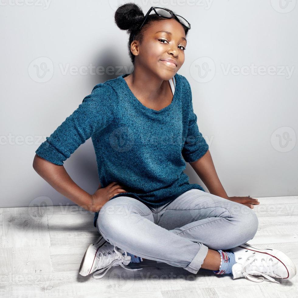garota adolescente jovem elegante. foto