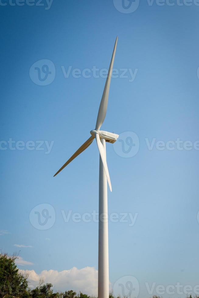 moinho de vento único para geração de energia elétrica foto