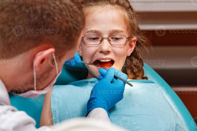 exame pelo dentista foto