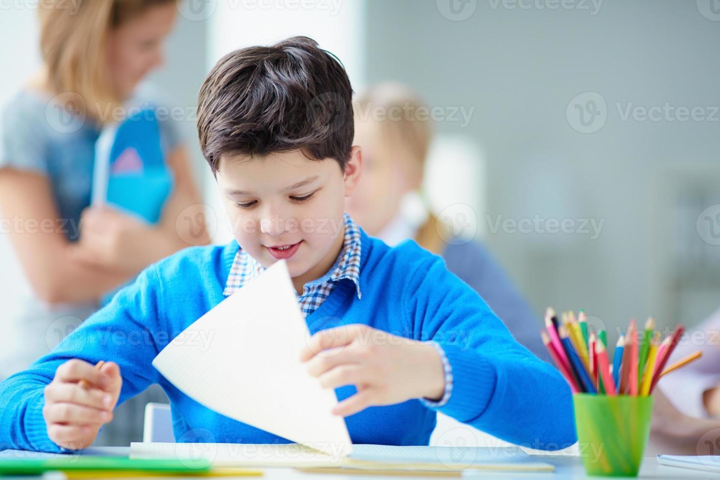 estudante na lição foto