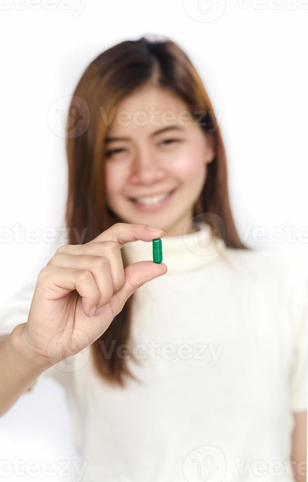 mulher com remédio. foto