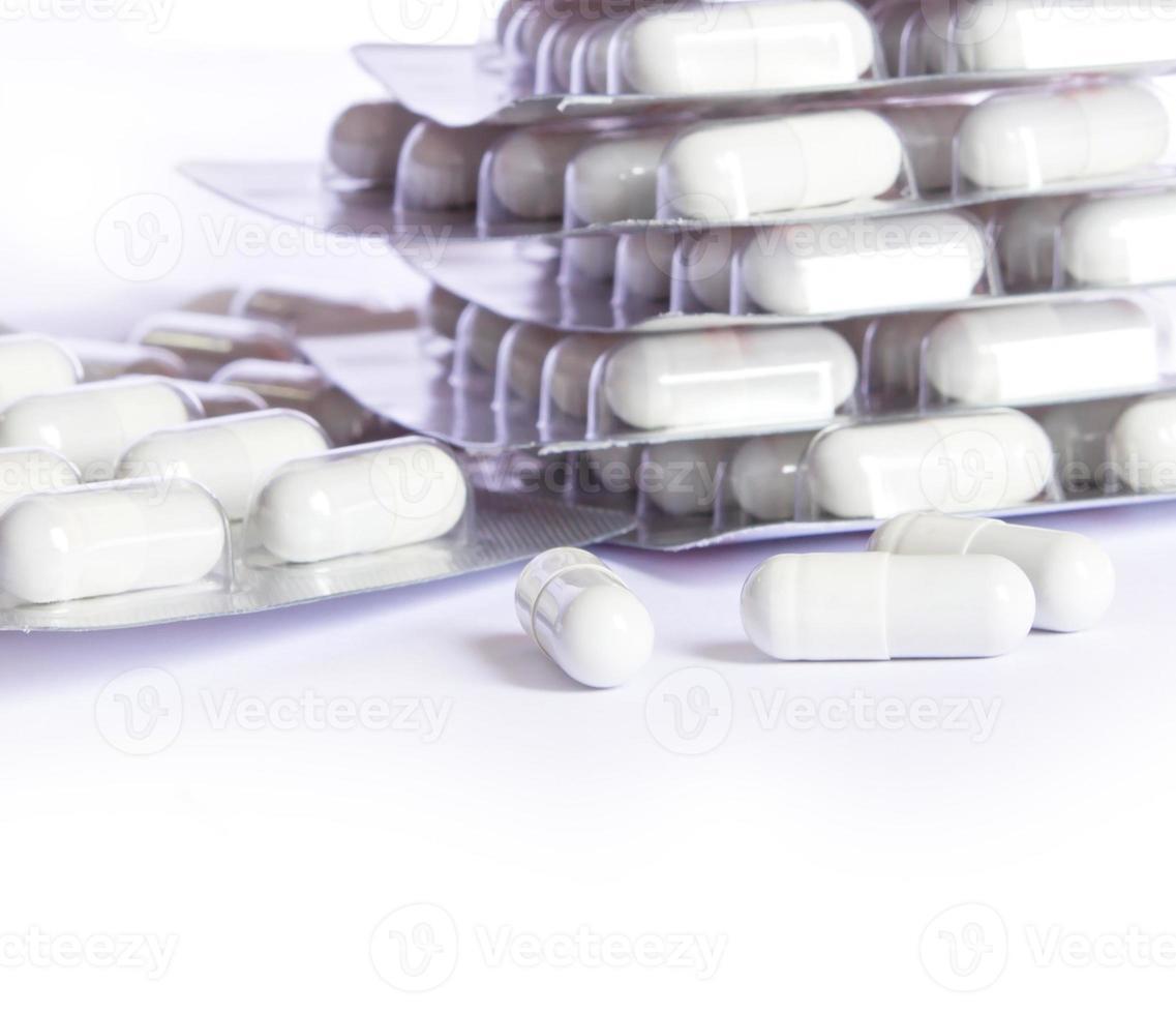 medicamento cápsulas brancas foto