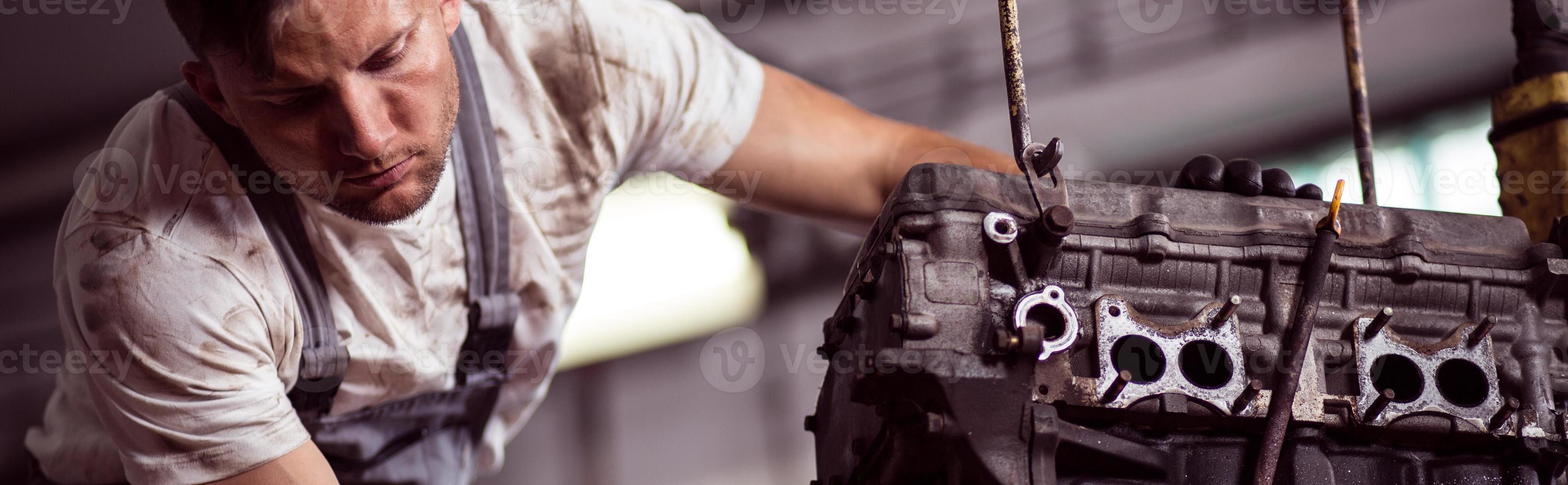 motor de reparação mecânico de garagem foto