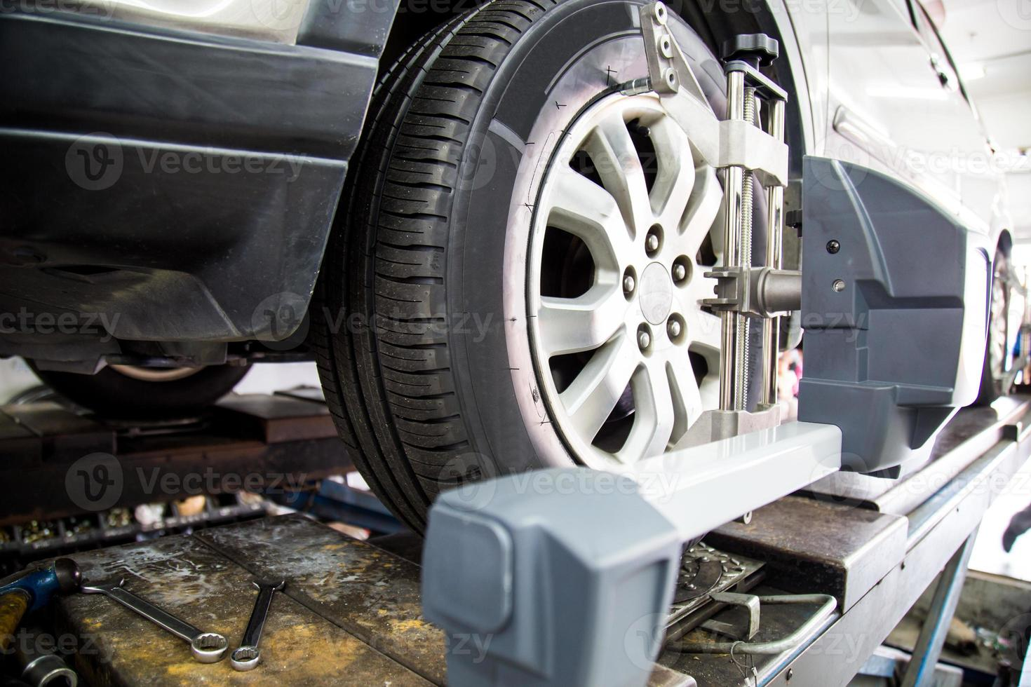 alinhamento de roda de automóvel foto