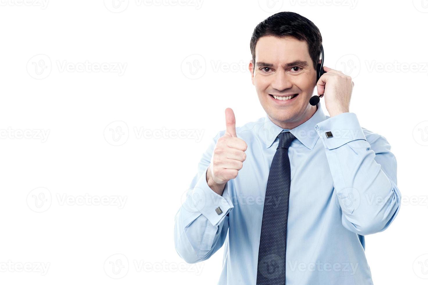 agente de call center aparecendo polegar foto