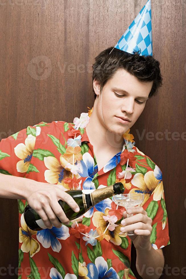 champanhe derramando empresário foto