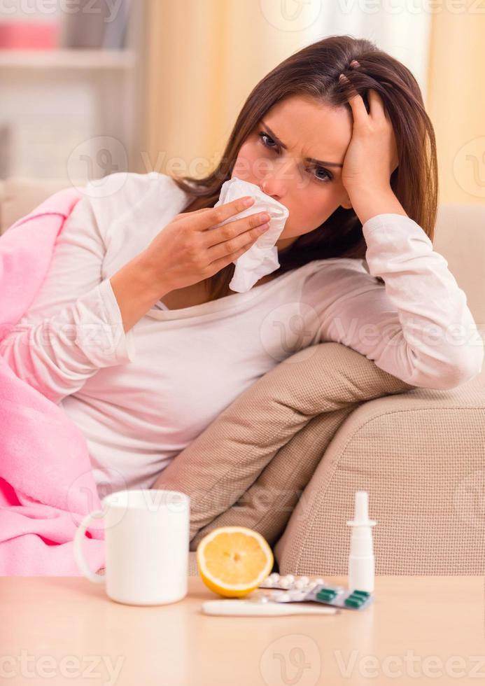 mulher jovem doença foto