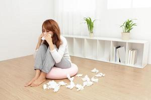 mulher doente pegou resfriado foto