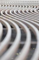 linhas de metal curvas
