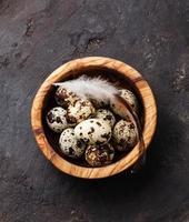 ovos de codorna frescos foto