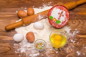 ingrediente e pão de páscoa foto