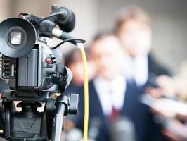 conferência de imprensa para evento com câmera foto