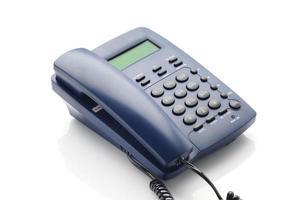 telefone moderno com painel lcd na cor azul. foto