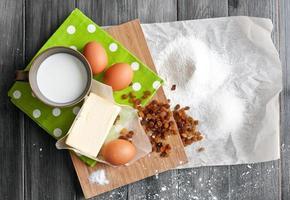 ingredientes para o bolo de páscoa foto