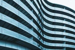 superfície curvada do prédio de escritórios
