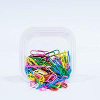 lotes de clipes de papel multicoloridos foto
