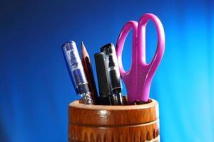 escritório: porta-lápis com conteúdo foto