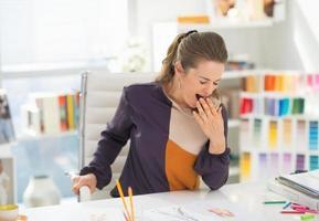 designer de moda no escritório guinada foto