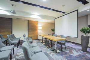 interior da sala de apresentação moderna foto