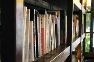 estante de livros foto
