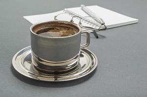 xícara de café no escritório de negócios. foto