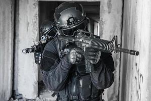 policiais de operações especiais swat foto