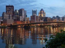Pittsburgh e o rio Ohio foto