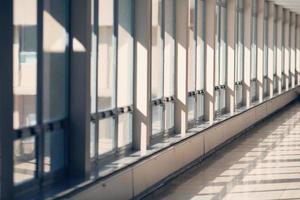 corredor com janelas foto