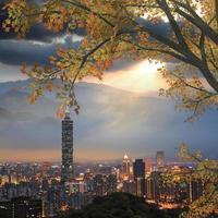 skyline de noite de taipei, taiwan foto