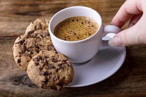 café com biscoitos