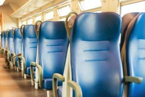 assentos azuis vazios