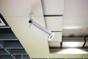teto da parede da câmera de segurança do cctv foto