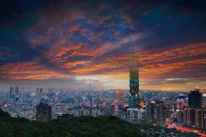 visão completa da cidade de taipei foto